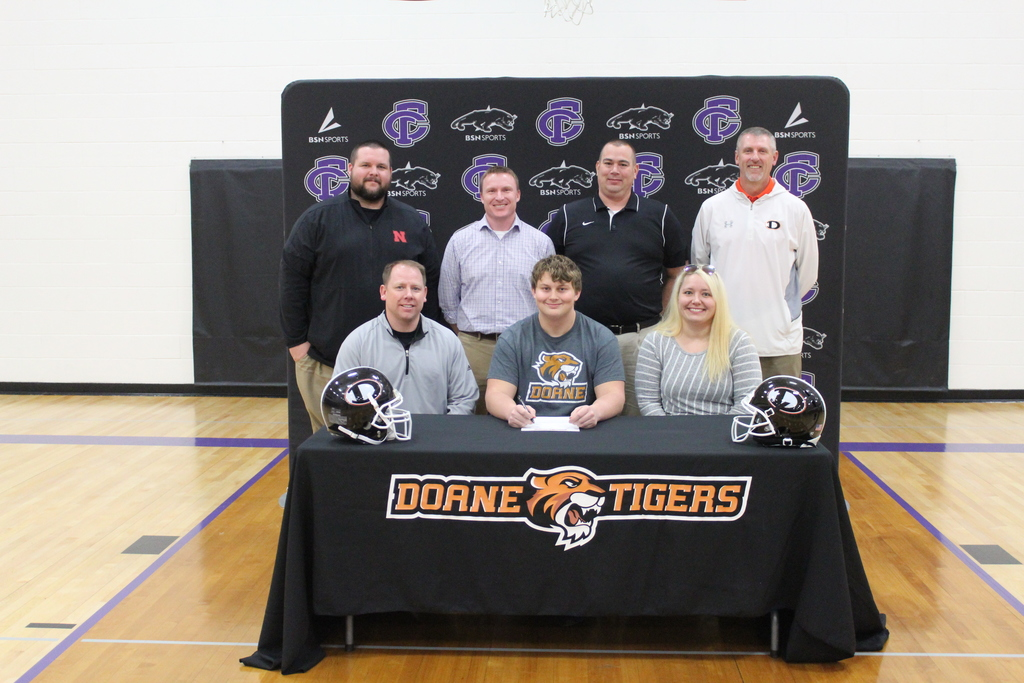 Ellijah R signing for Doane Football